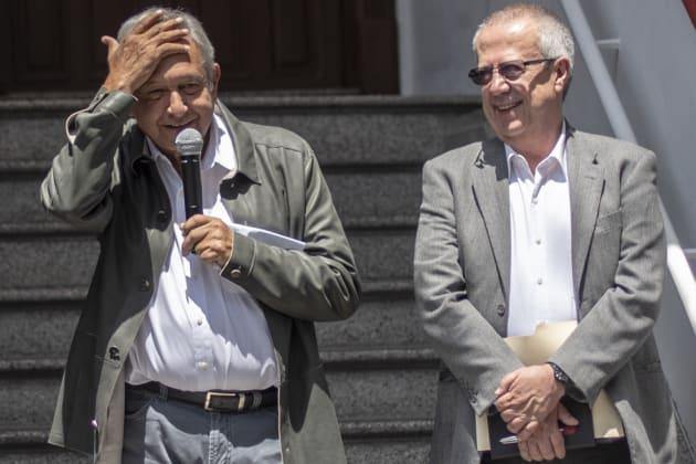 Andrés Manuel López Obrador y el designado como futuro secretario de Hacienda, Carlos Urzúa. 23 de julio 2018.