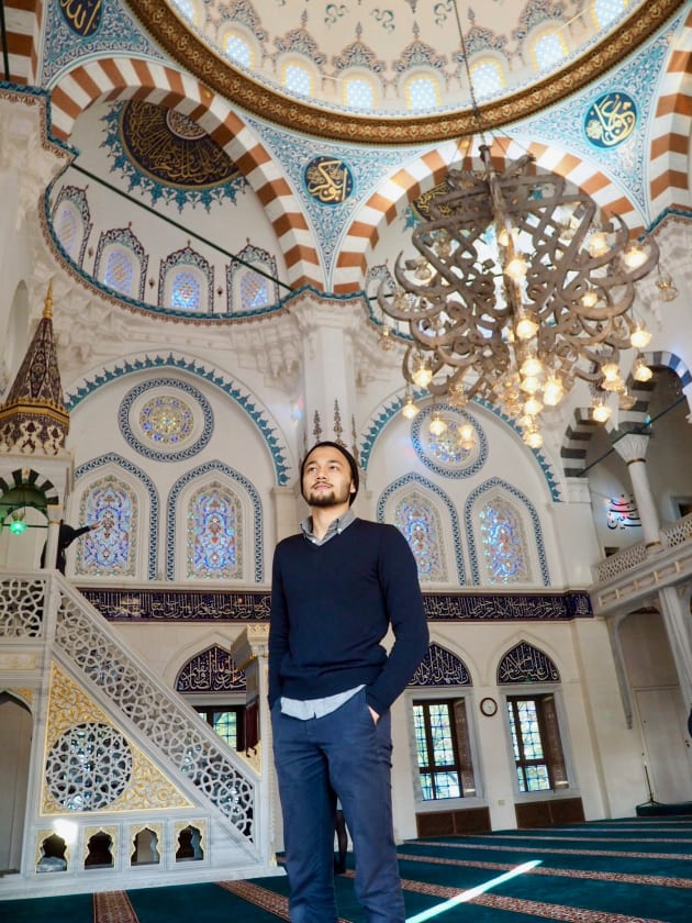 東京にあるモスク「東京ジャーミイ」の中。定期的に訪れるそうです。