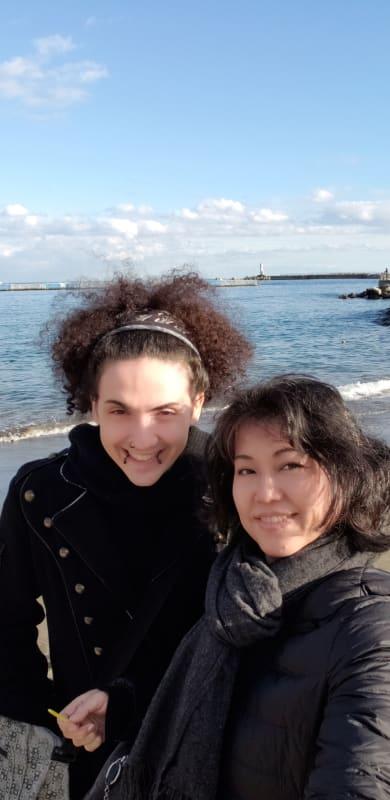 熱海の海岸でSペンで記念撮影