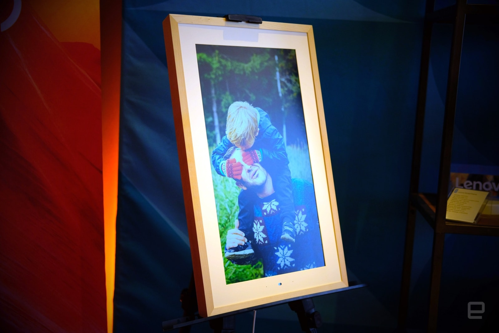 Lenovo's Smart Frame puts your digital photos on a 21.9-inch canvas