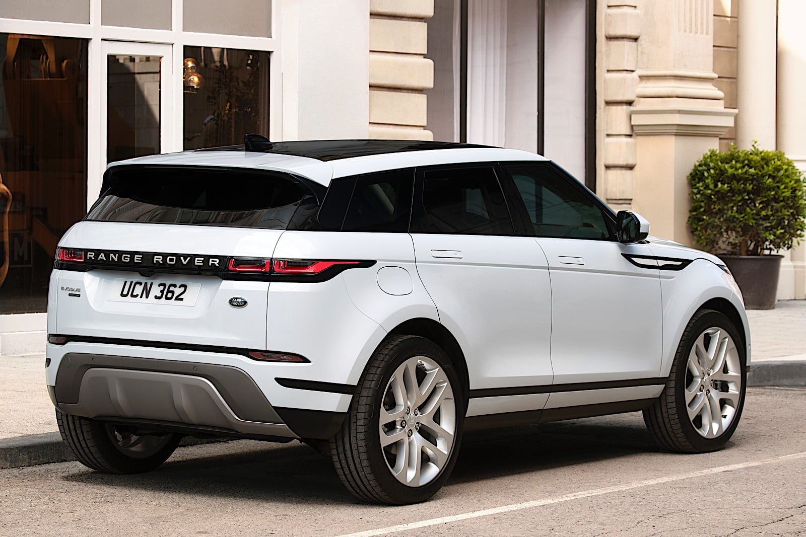 Range Rover S 2020 Evoque Blends Style With Sustainability