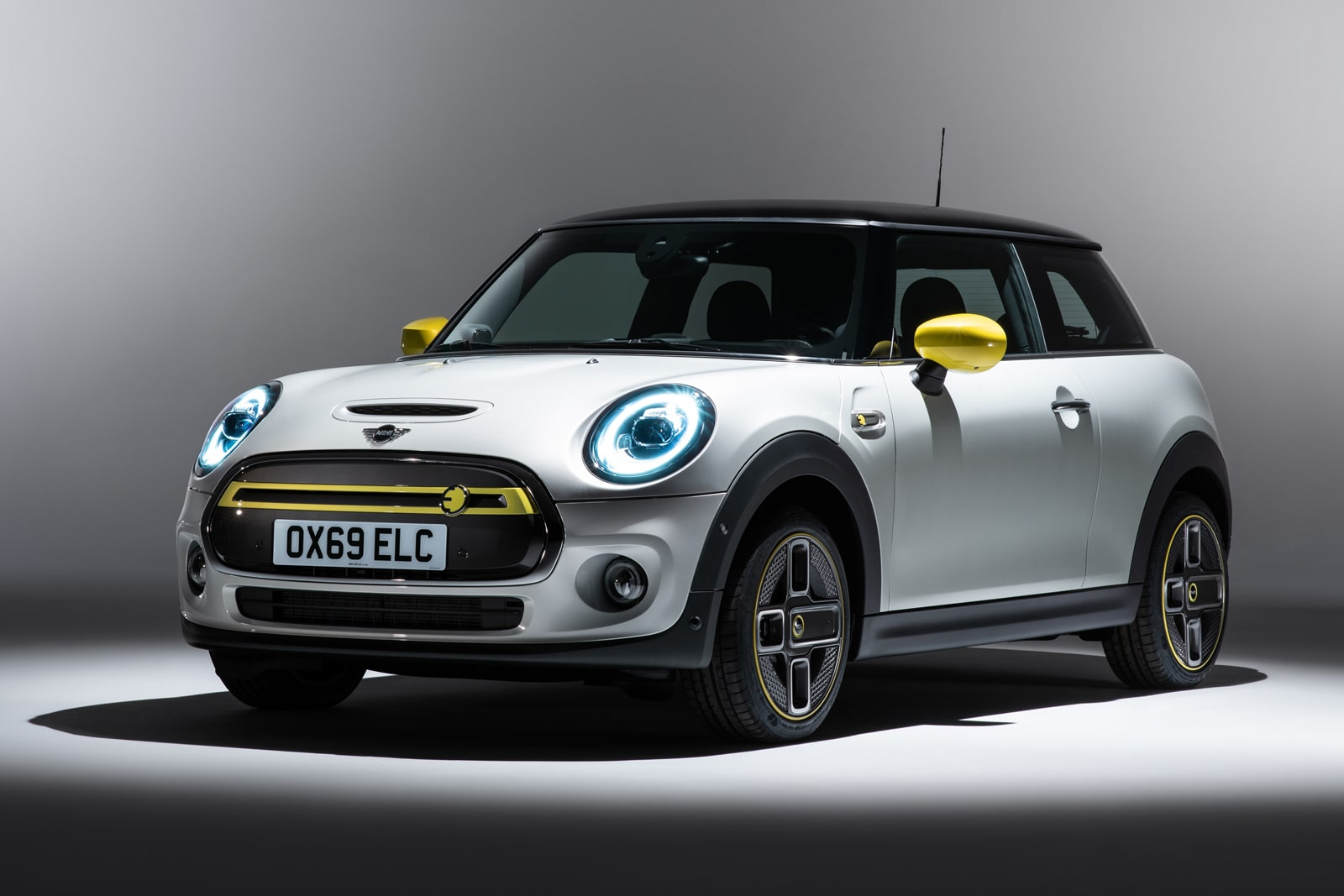 The first all-electric Mini arrives in March 2020