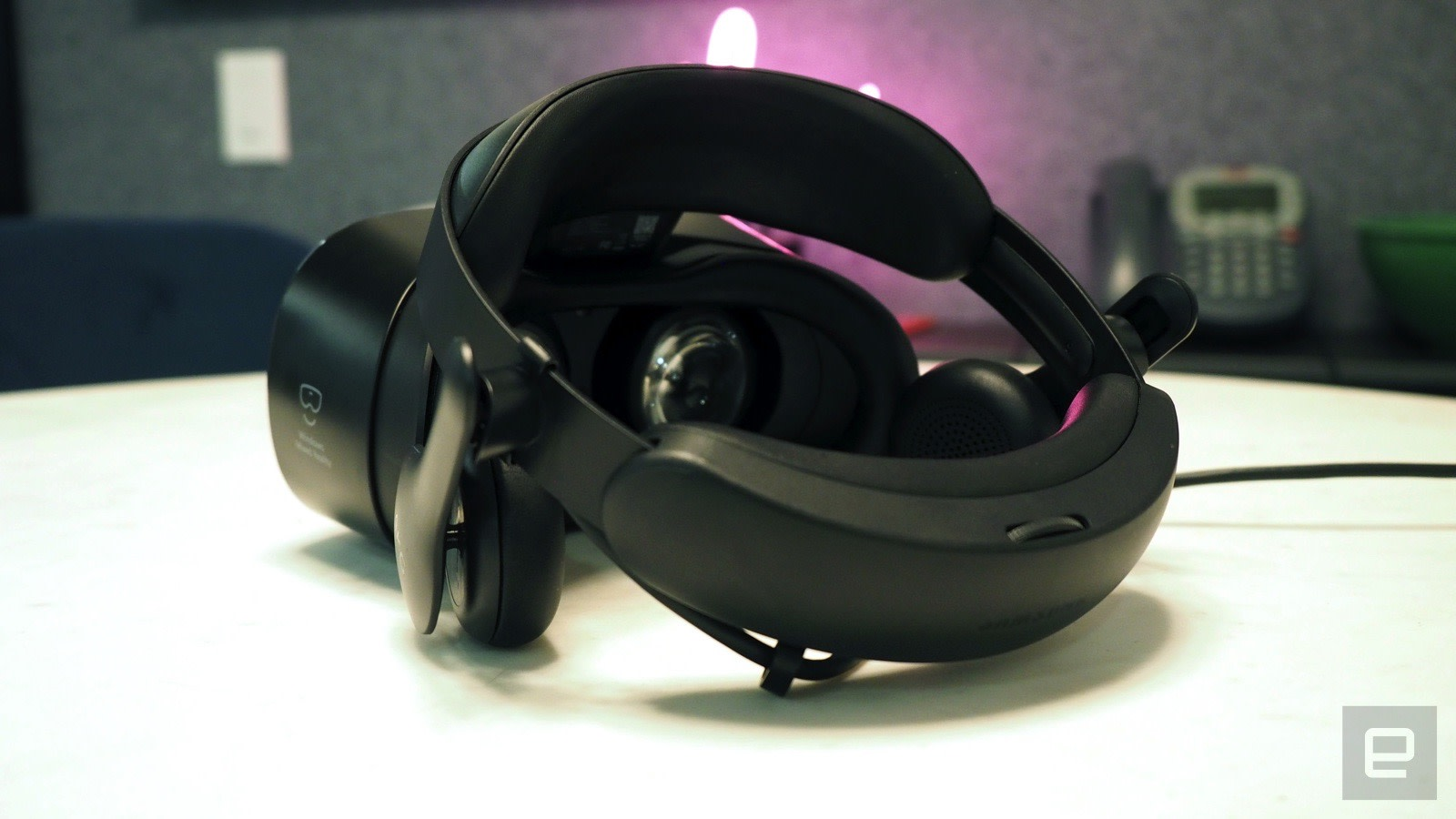 62acb20ce22 Samsung s headset is much heavier than Acer s -- it weighs 625 grams versus  380 -- but the plush cushioning around its eyepiece and headband still  makes it ...