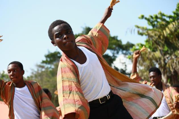 よさこいを踊る生徒たち