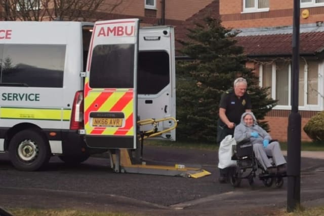 Grandfather, 82, returns home after recovering from Covid-19