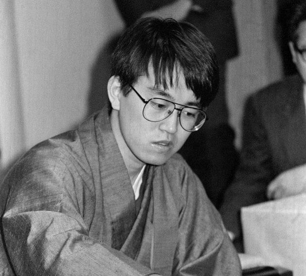 初の6冠を達成した将棋の羽生善治新竜王(山形・天童市内のホテル) 撮影日:1994年12月09日