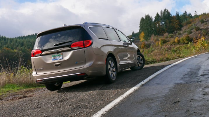 2018 Chrysler Pacifica Hybrid fuel economy and handling