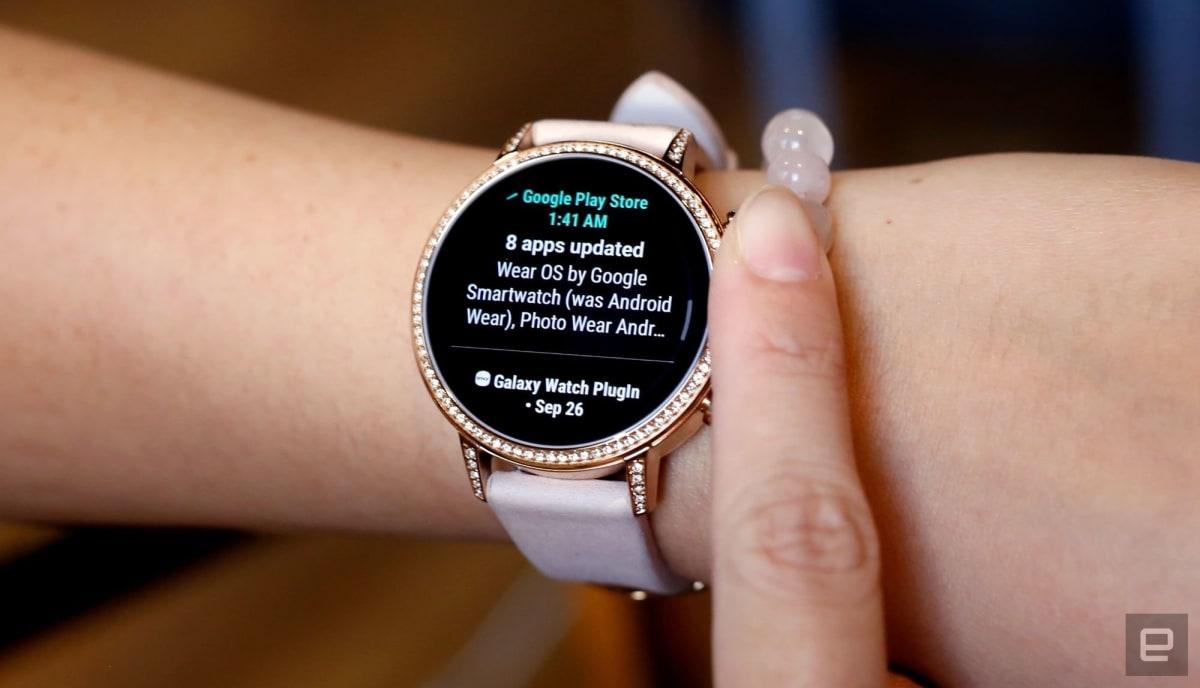 QnA VBage Googleが「1日持たないスマートウォッチ」にテコ入れ。「Wear OS」更新でバッテリー管理を改善