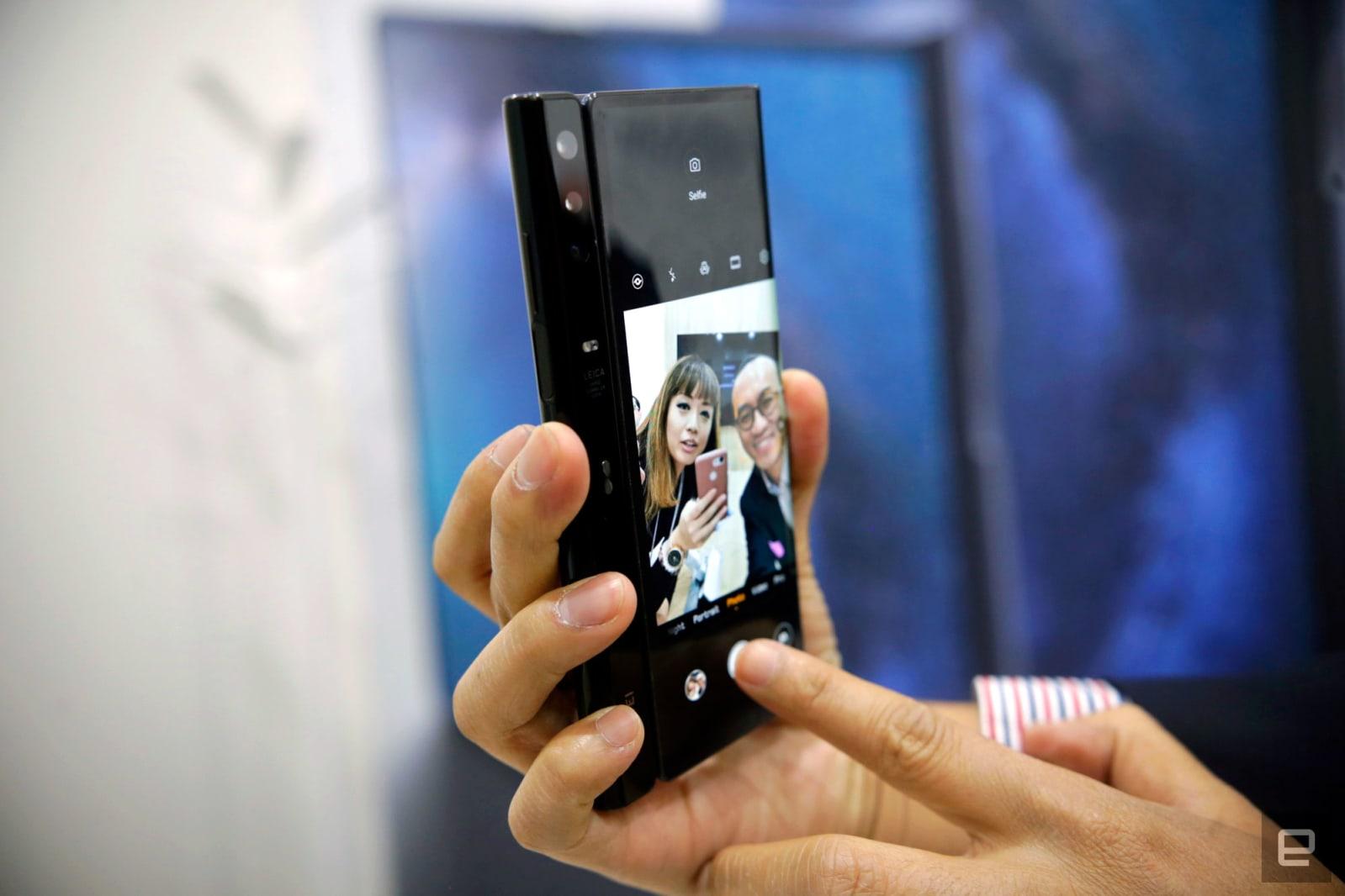 Huawei Mate X closer look