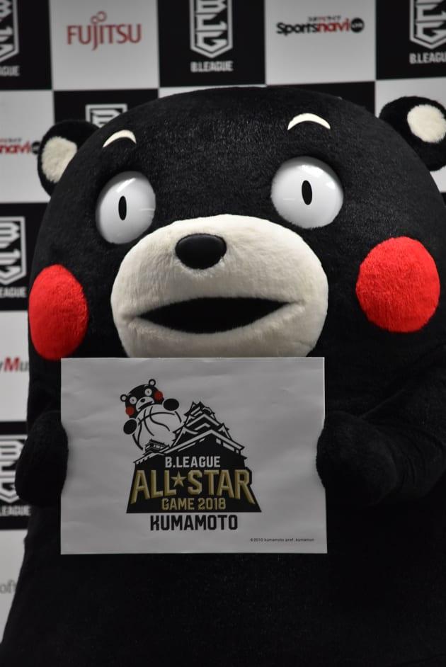 10月の記者発表時にオールスターゲームの熊本開催をPRするくまモン