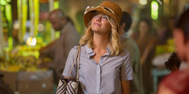 中国とハワイとスウェーデンのミックスという主人公アリソンを演じるエマ ストーン