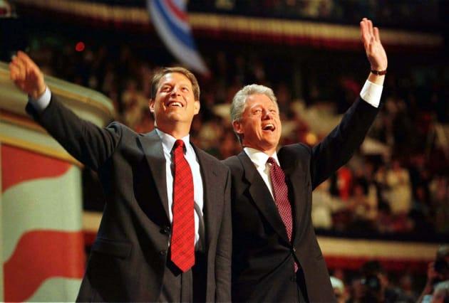 ゴア氏はクリントン政権(1993年-2001年)で副大統領を務め、2000年の大統領選に出馬。得票数では勝りながらも、ジョージ・ブッシュ氏に敗れた。「国民の団結と民主主義の強さを守るため身を引きます」。それが敗北宣言の言葉だった。