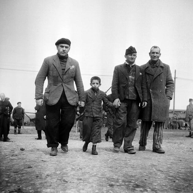 Prisioneros del campo de concentración Buchenwald. 1945. Foto: ERIC SCHWAB/AFP/Getty