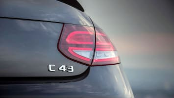 Mercedes-AMG C 43 4MATIC Coupé, graphitgrau metallic, Leder AMG schwarz, Kraftstoffverbrauch kombiniert: 9,5-9,2 l/100 km, CO2-Emissionen kombiniert: 217-212 g/km // Mercedes-AMG C 43 4MATIC Coupé. graphite grey metallic, AMG leather black, fuel consumption combined: 9.5-9.2 l/100 km�?�Combined CO2 emissions: 217-212 g/km