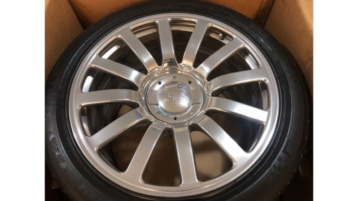 Used Rims For Sale Near Me >> Used Bugatti Veyron Tires And Wheels On Sale For 100 000 On Ebay