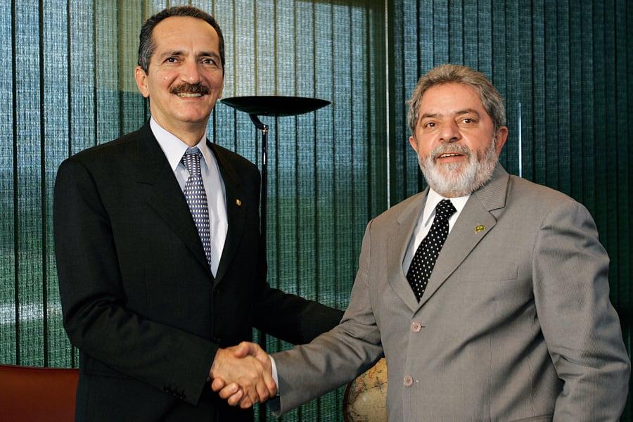 Em 2005, Alo Rebelo, então presidente da Câmara dos Deputados, e Lula, presidente da República na época.