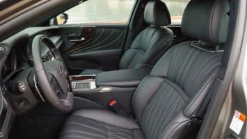 2018 Lexus LS front seats