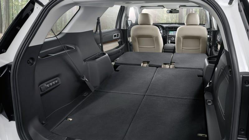 2018 Ford Explorer interior cargo area