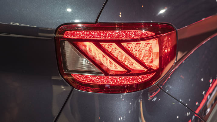 Car Tail Lights >> Hyundai Has The Coolest Taillights On The Market Autoblog