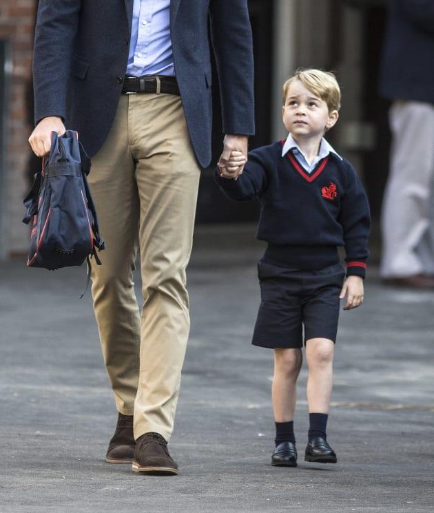 イギリスジョージ王子初登校
