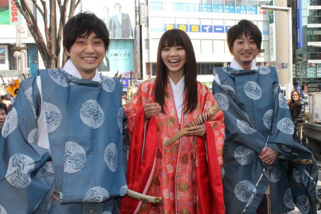 2012年3月2日、CDのプロモーションイベントに登場したいきものがかりの3人
