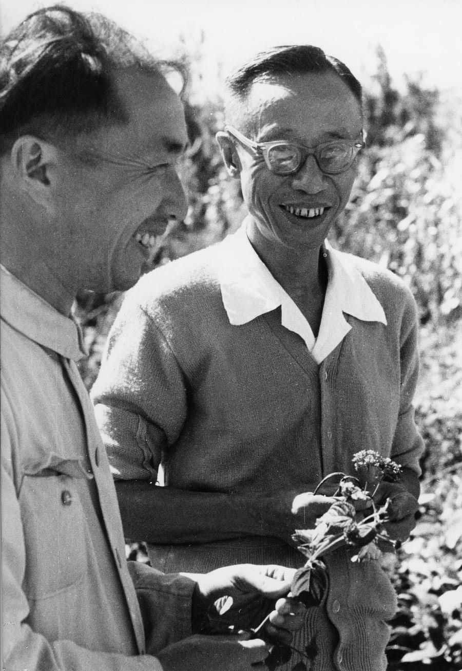 1961年、北京の植物園で勤務する溥儀。