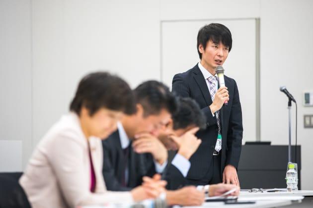 セクシャリティと法について詳しい金沢大学の谷口洋幸准教授(右)