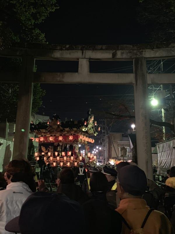 秩父神社の鳥居と屋台