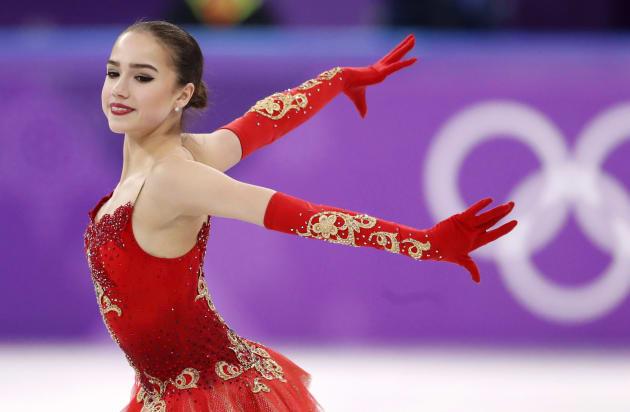 フィギュアスケート女子シングルでフリーの演技を披露するザギトワ選手
