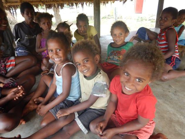 首都よりも子供の数が多い村。小さな幼稚園には園児達で溢れています。