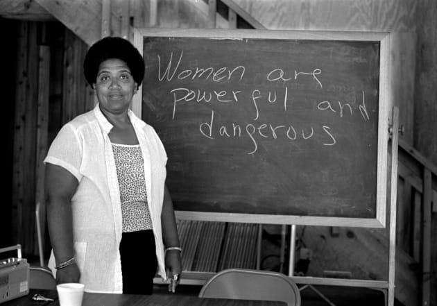 """Audre Lorde, poeta feminista e ativista dos direitos civis: """"Mulheres são poderosas e perigosas""""."""