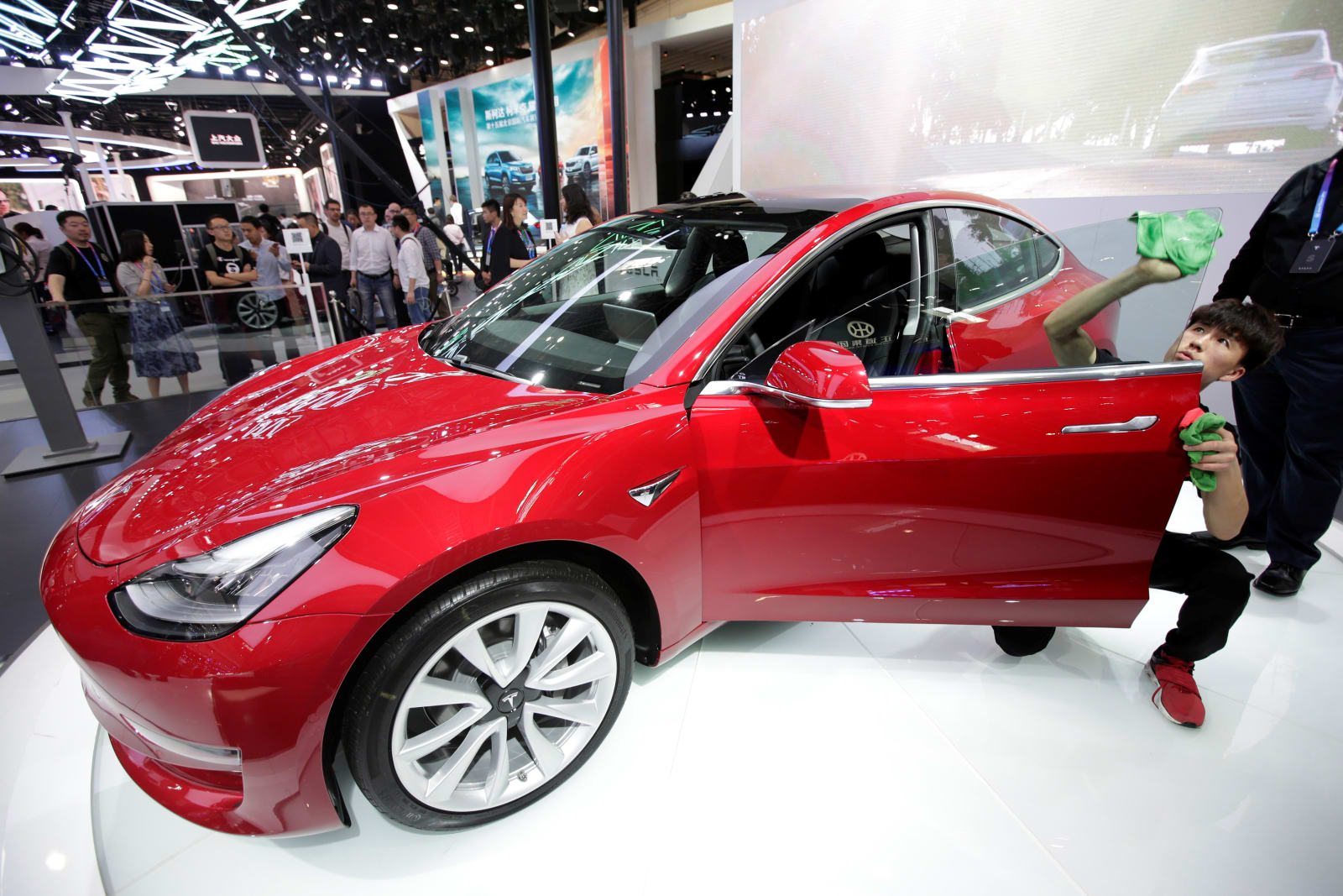 Consumer Reports will give Tesla's Model 3 another shot