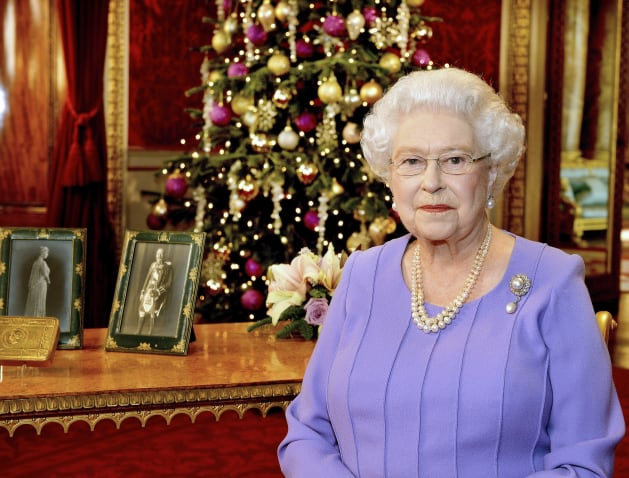 pool new reuters queen elizabeth in buckingham palace after recording her christmas day television broadcast to the commonwealth dec 10 2014