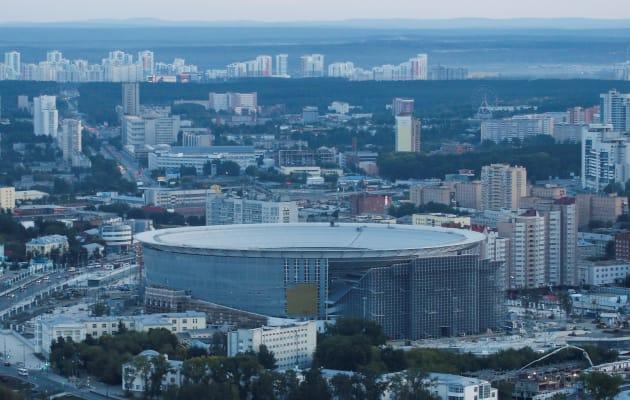 スタジアム全体。周りの建物と比べると、仮設スタンドの高さがわかる