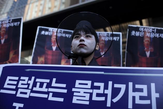訪韓「反対」集会の参加者(2017年11月4日、ソウル)