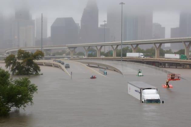 超大型ハリケーン「ハービー」によって、テキサス州ヒューストンの街は洪水被害に見舞われた。 August 27, 2017. REUTERS/Richard Carson