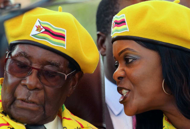 ムガベ大統領(左)とグレース夫人。November 8, 2017.REUTERS/Philimon Bulawayo