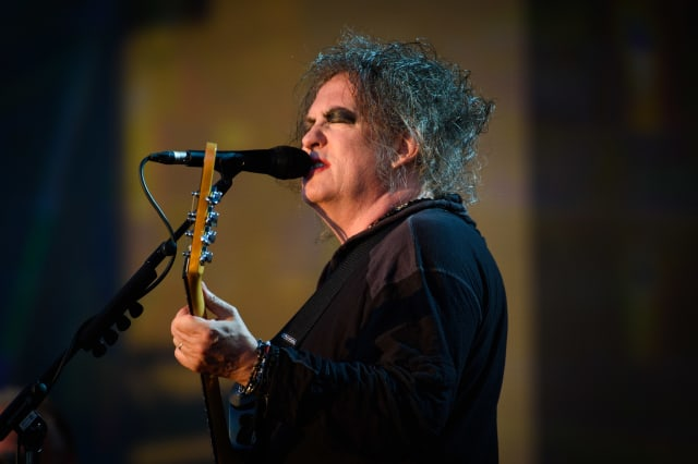 The Cure's Robert Smith goes viral in deadpan Rock and Roll Hall of Fame clip
