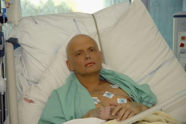 ポロニウムによる中毒症状で入院するリトビネンコ氏。その後亡くなった=2006年11月、ロンドン