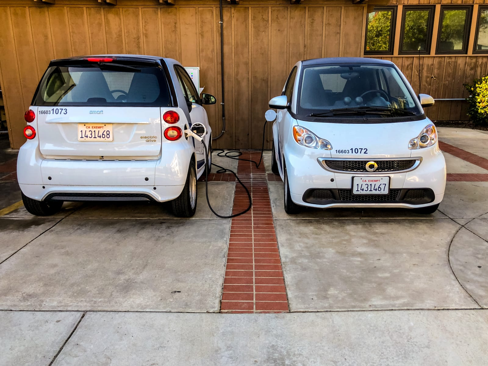 Daimler Is No Longer Going To Its Eye Catching Small Smart Fortwo Electric Cars In North America The Company Told Techcrunch That 2019 Model Will