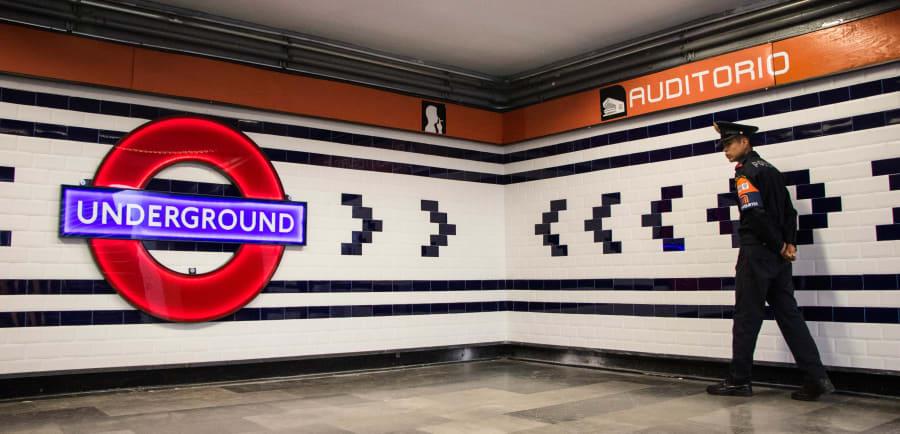 La estación del metro Auditorio de la Línea 7, fue inaugurada la Estación Emblemática Británica, la cual muestra innovaciones y aportaciones del Reino Unido al mundo.