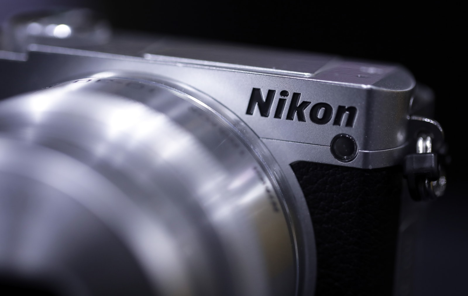 Can Nikon and Canon ever catch up with Sony\'s mirrorless cameras?
