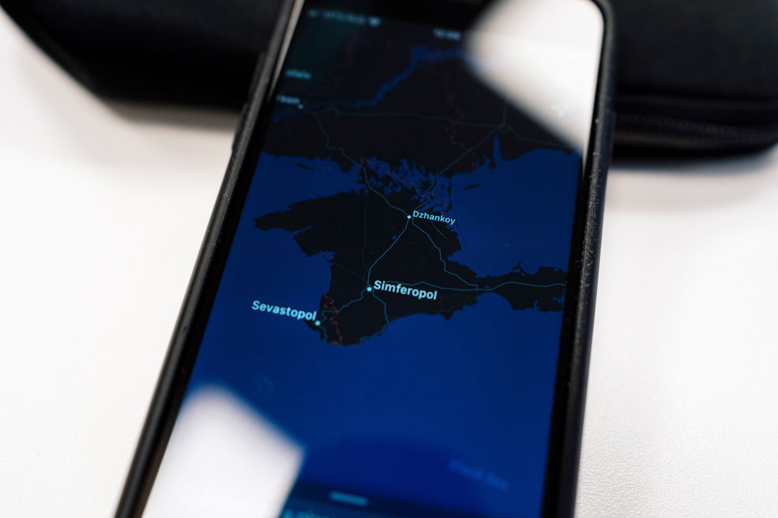 Apple will take a 'deeper look' at disputed borders in Maps