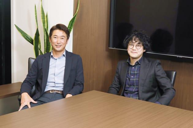 KDDIフィナンシャルサービス株式会社 代表取締役社長の石月貴史氏(左)と、記者、ノンフィクションライターとして活動する石戸 諭氏(右)