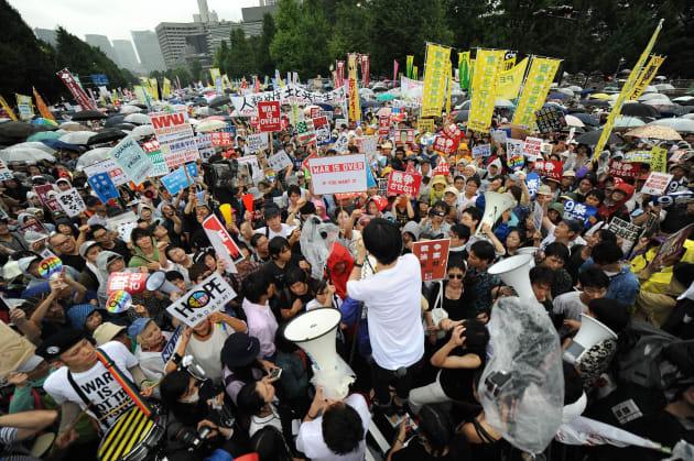 2015年8月30日、国会前での抗議集会