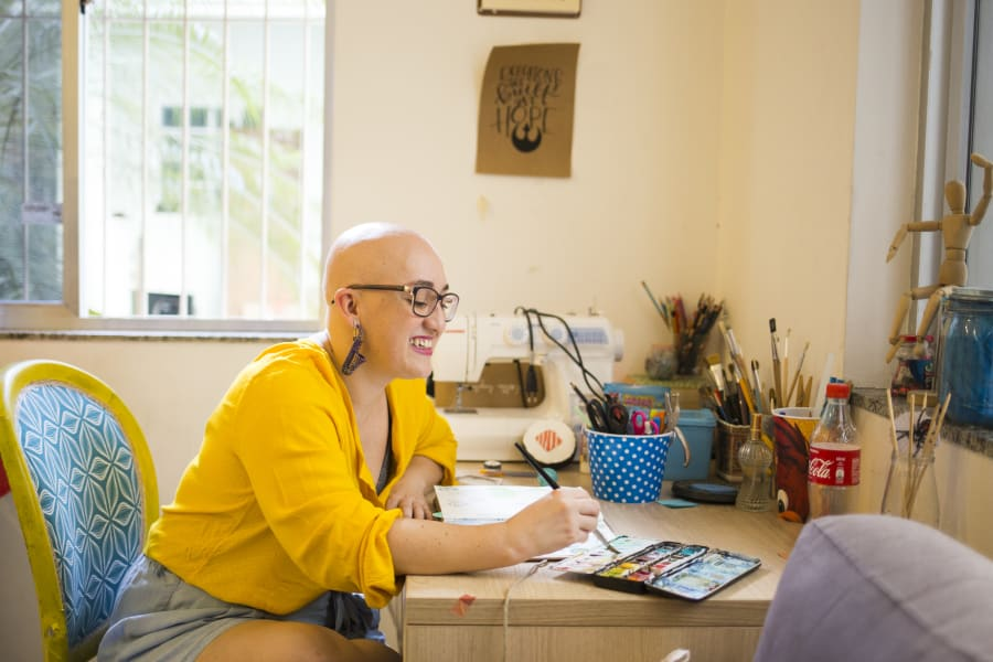 "A ilustradora de 38 anos critou o projeto ""Sereias Carecas""."