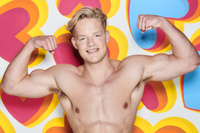 Ollie Williams quits Love Island after three days