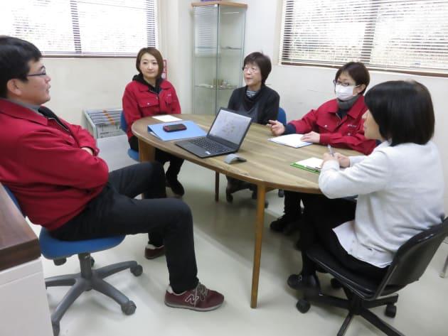 ※週1回開催される女性社員4人による「クローバー会議」の様子