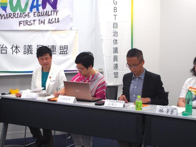 台湾伴侶権益推動聯盟のメンバー。右から許秀雯さん、簡至潔さん、邱亮士さん。