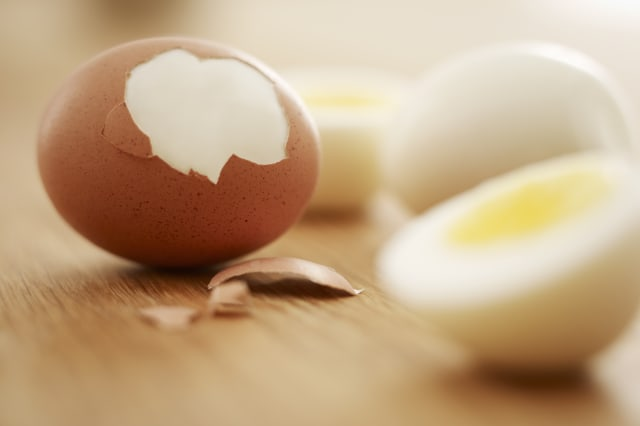 Hard-boiled brown eggs